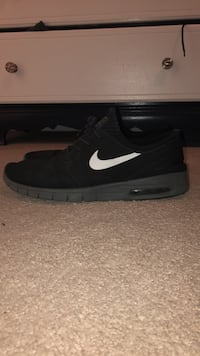 Black Nike's  Spring Hill, 37174