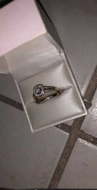 silver-colored diamond ring Hialeah, 33014