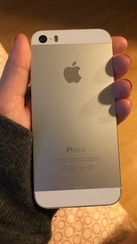 iPhone 5s unlocked with charging case Port Coquitlam, V3B 1J3