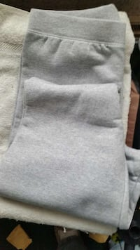 New Hanes sweat pants size medium.. Greenville, 54942