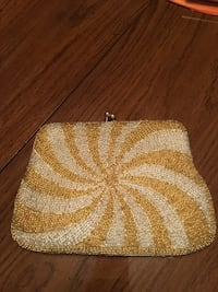 White and gold beaded clutch 561 mi