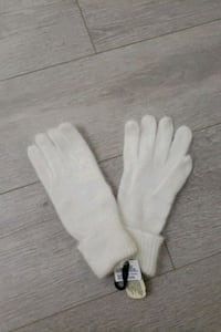 Brand New with Tag and Box White Wool Gloves Richmond, V6Y 4E3