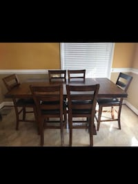 Extendable dining table with 6 chairs  6 km