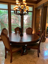 Formal dining round wood table Oklahoma City, 73142