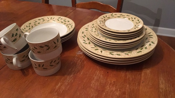 Full set (4) Christmas China by Gibson.