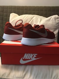 New Nike running sneakers size 11 and 11.5. Montréal, H4N 1K9