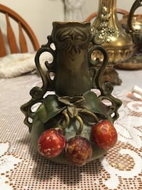 Brown, red, and grey vase Belleville, K8P 3Z1
