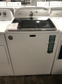 ❥Maytag top load washer. Open Box. Floor model - Seaford