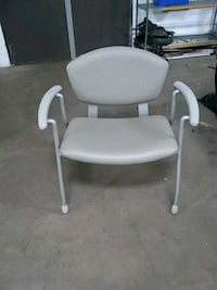 8 Large seated chairs 904 mi