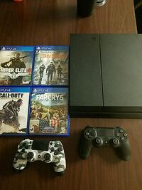 Ps4 with 2 controllers and 4 games  Logan, 84321