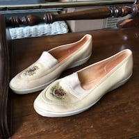Ladies casual shoes Louisville, 40211