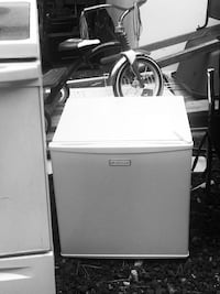 Get the two items for $150 or each for $130  and 40 respectively stove and fridge  Mukilteo, 98275