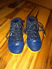 Boys Under Armour shoes Winchester, 37398