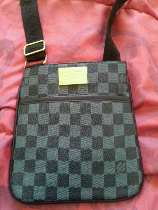 Sacoche Louis vuitton neuf