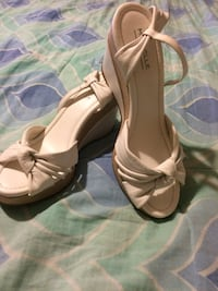 White Sandals Size 6(PICK UP).