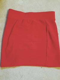 H&M vibrant red fitted skirt- size 6 (small)