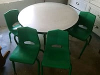 Round kindergarten table with chairs Fort Myers, 33912
