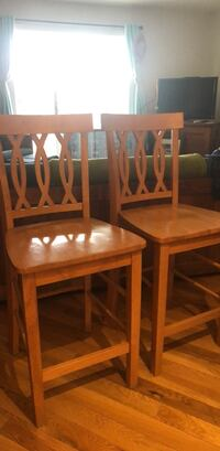 2 solid wood high top chairs Newark, 19711