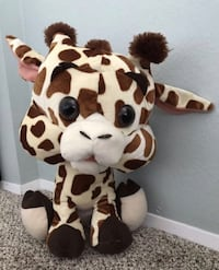Stuffed giraffe toy  Steilacoom, 98388