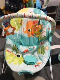 Baby's blue and white bouncer with vibrating piece 550 km