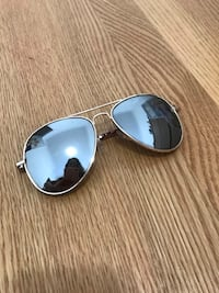 Aviator sunglasses Burnaby, V5C 2N6