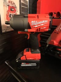MILWAUKEE ONE KEY BLUETOOTH 1400lb IMPACT WRENCH W 8.0 BATTERY NEW