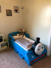 Thomas the Train Toddler Bed+mattress