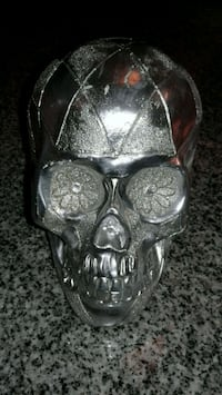 skull table decor