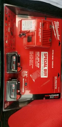 Milwaukee Battery Charger w/ 2 4.0 Batteries