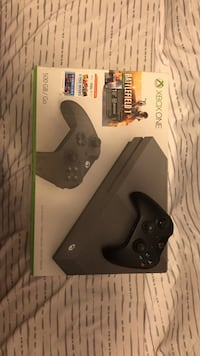 Xbox one console with controller and game case Geneva, 44041