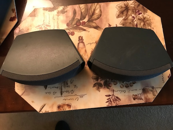 BOSE 321 Speakers pair b84fd6ff-9ae7-4e63-8744-e7520a57204d