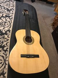 Vizcaya Tradicion Espanola Classical Acoustic Guitar Vizcaya Classical Guitar made in Spain 1970s  it has a nice even tone perfect for Classical, Flamenco and Jazz and is in Excellent condition for its age. Pembroke Pines, 33026
