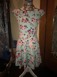 Floral Dress (never been worn) XL (fits more like a L) South Bend