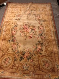 Large rug with floral pattern null