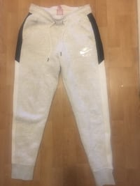Nike womens sweatpants size small Toronto, M8Y 1W9