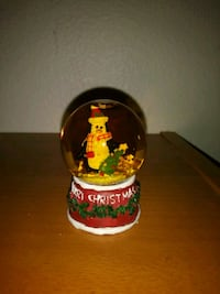 Mini penguin snowglobe