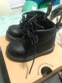 pair of black leather work boots 43 km