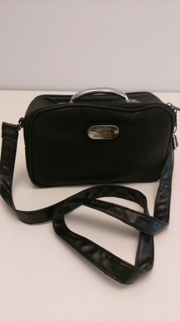 Cute Leather Looking Purse in Black 0