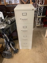 4 drawer vertical filing cabinet with key Gaithersburg, 20877