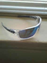 silver-colored framed sunglasses