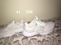 paire de chaussures blanches Nike Presto