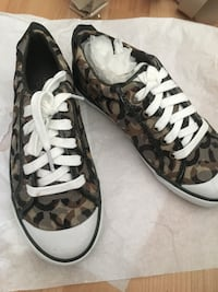 New women's COACH sneakers size 6 Vancouver, V5P