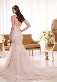 women's white floral wedding gown Los Angeles, 91601