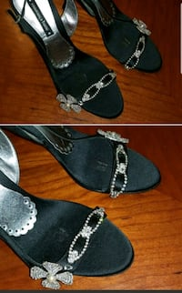 Gorgeous heels with pearl flower details size 8.5