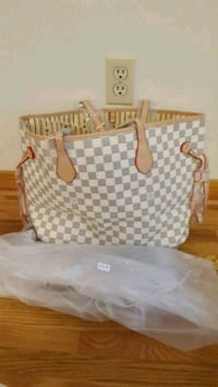 white and gray Louis Vuitton tote bag Markham, L3S 2V6