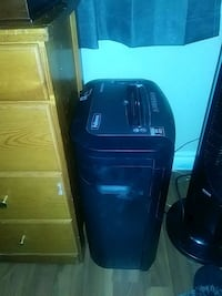 black and gray Fellowes paper shredder 3485 km