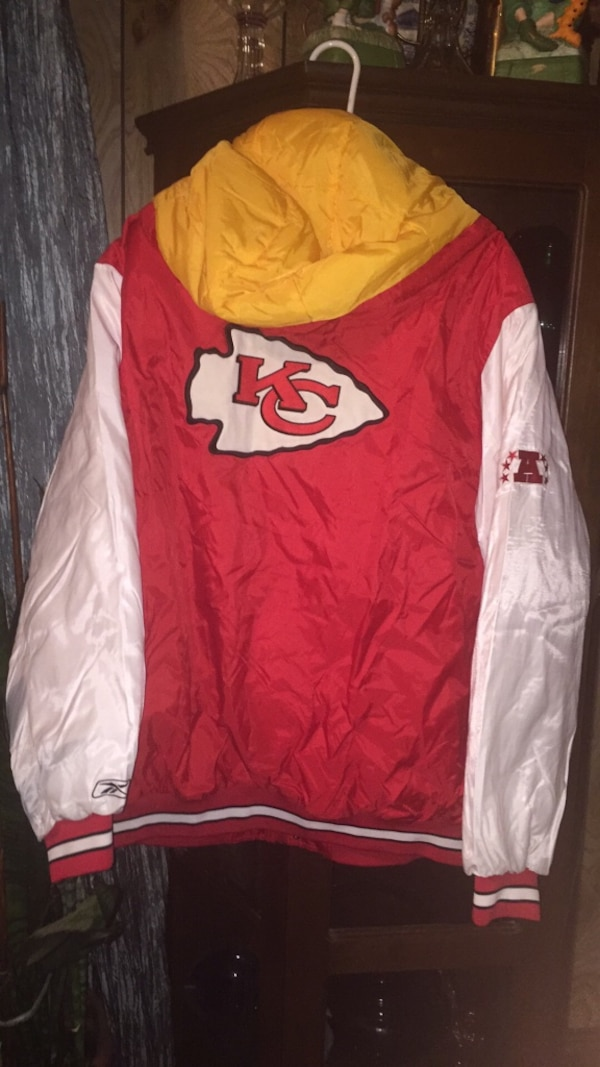 2xL new chiefs jersey    2xL chiefs insulated jacket new  never worn $100.00  New Jersey 2xL  50   New v neck chiefs sweatshirt $60. 19f5201d-def3-4cb9-804a-3051bb6cb3e8