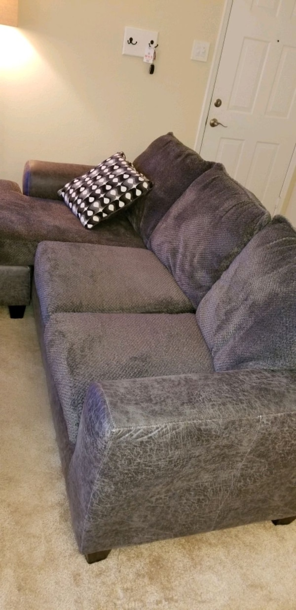 grey couch with chaise b46f4930-ee0b-47c8-9d6f-11790dfc9646