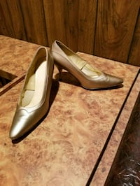 pair of brown leather pointed-toe pumps Sterling Heights, 48313