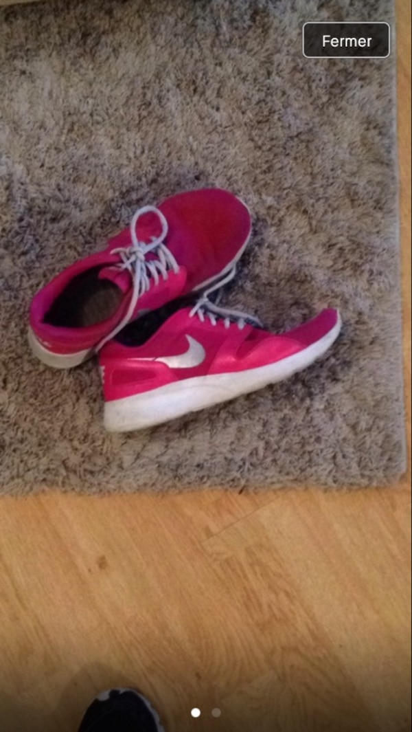 Nike roses taille 39